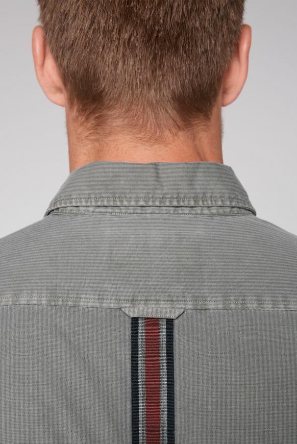 Streifenhemd mit Tape am Rücken