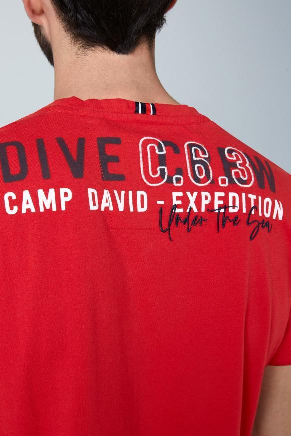 T-Shirt mit großen Label-Applikationen