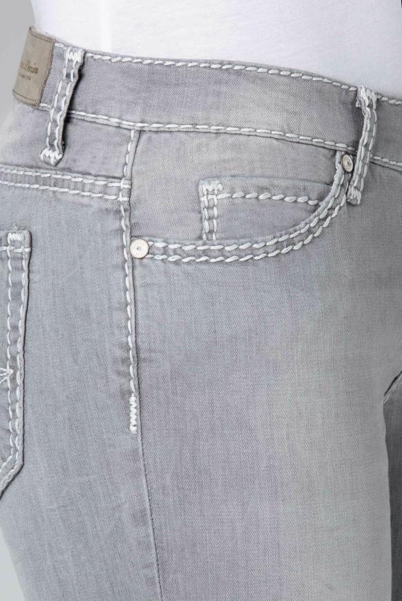 Slim Fit Jeans HE:DI mit ausgeblichenen Partien