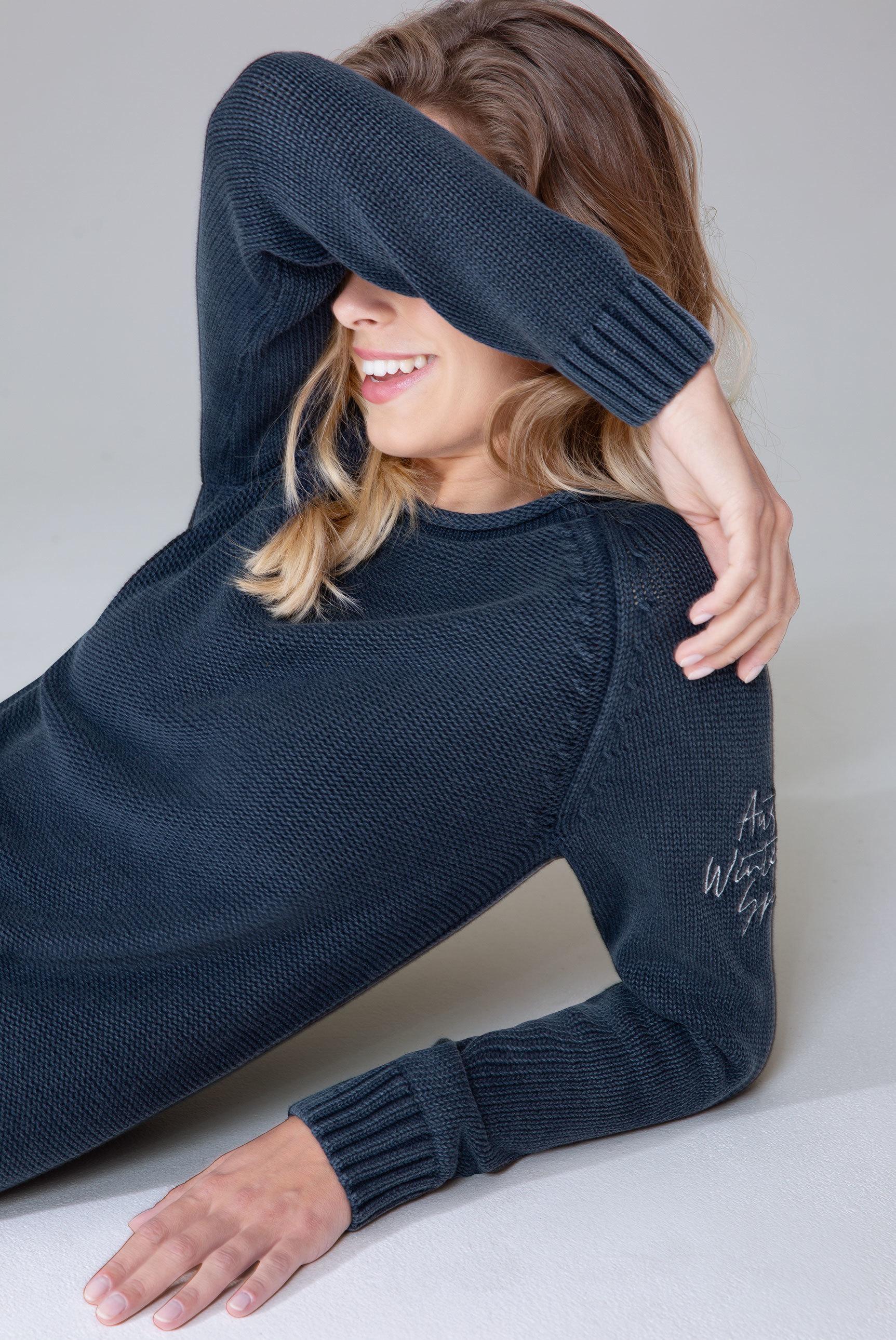 Stone Washed Pullover mit Ärmel-Stickerei