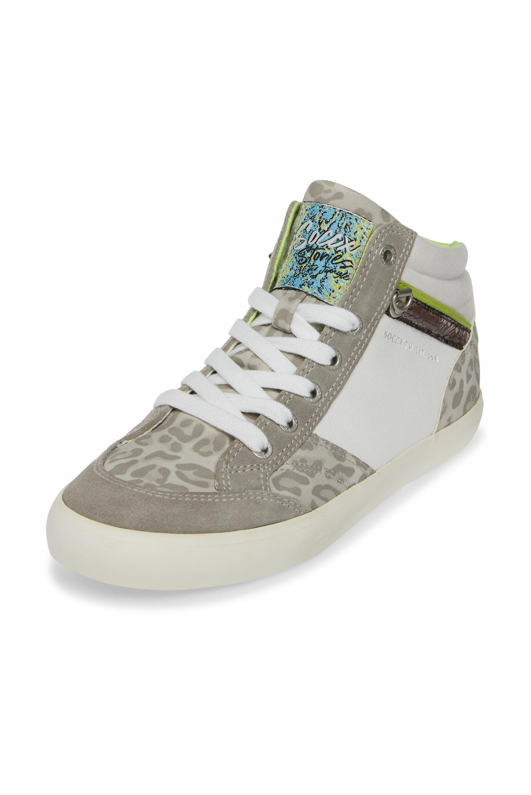 Sneaker im Material- und Farbmix
