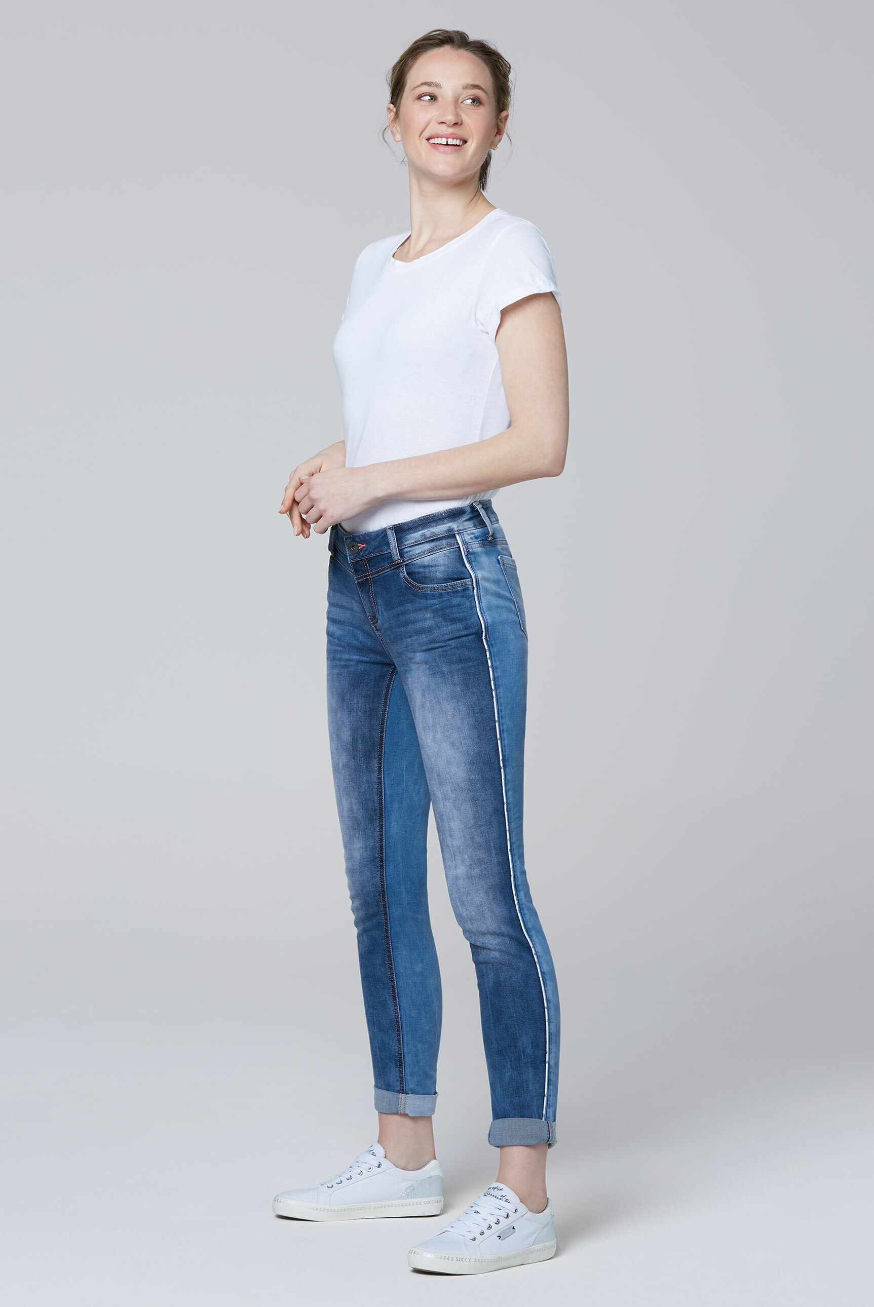 Jeans CH:EA im Materialmix mit Piping