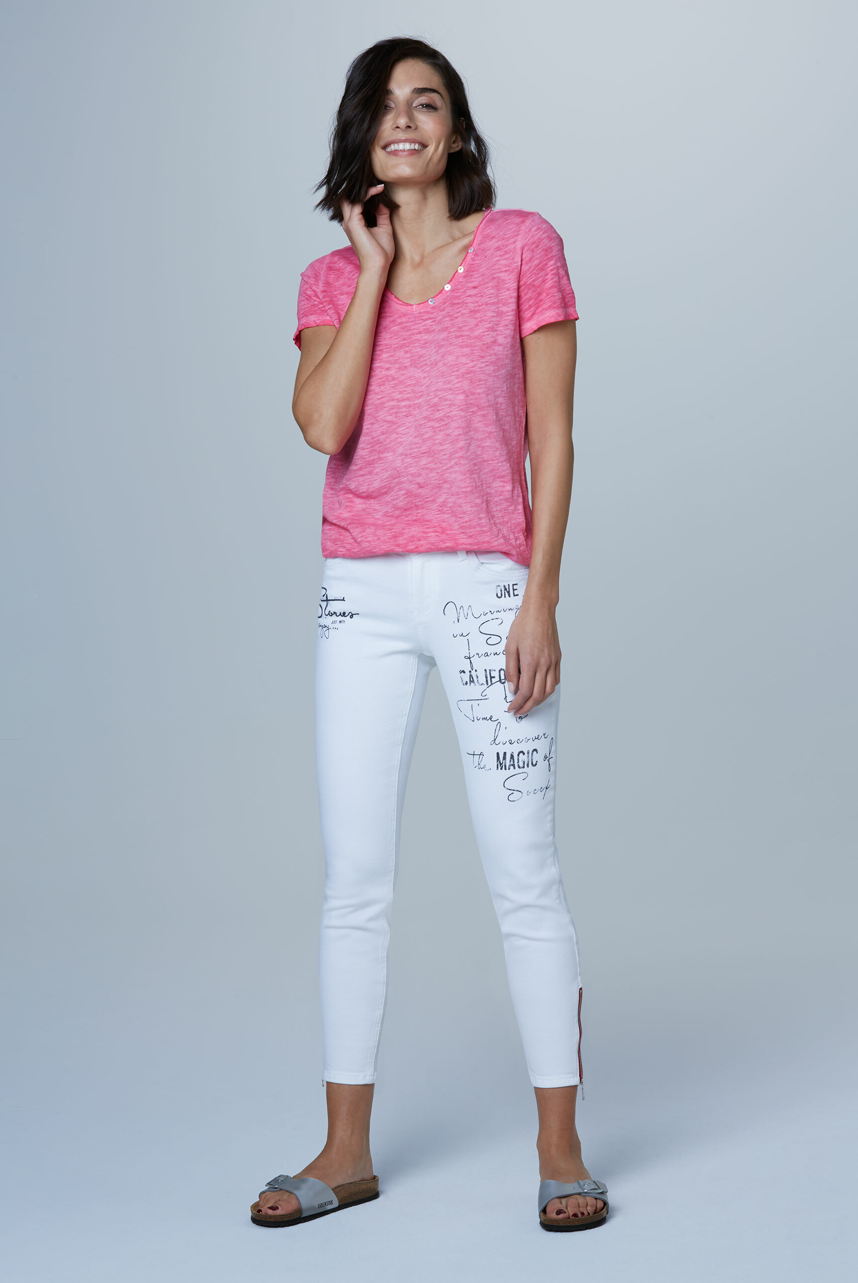 Jeans MI:RA mit Label Prints