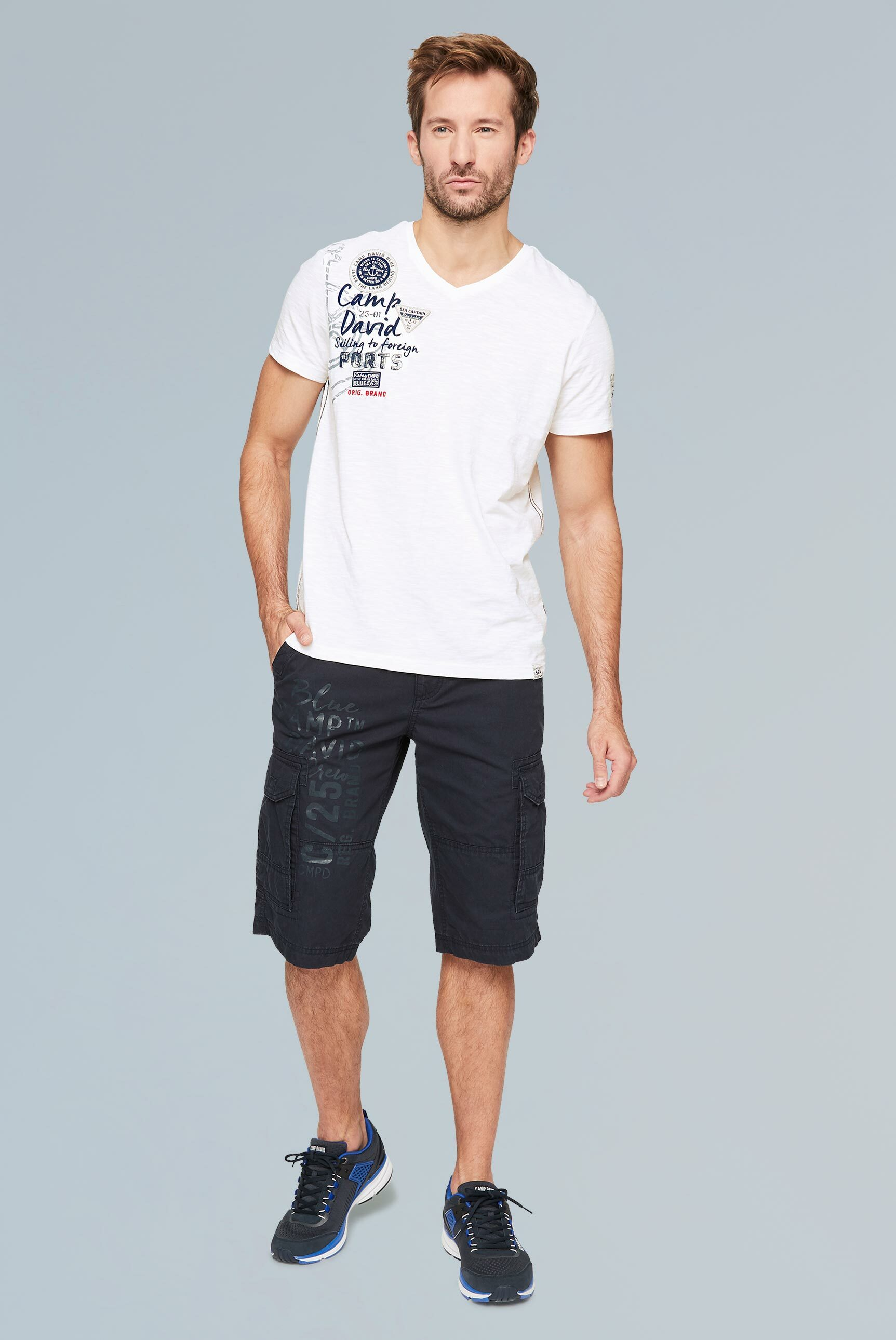 T-Shirt mit V-Neck und Rücken-Artwork
