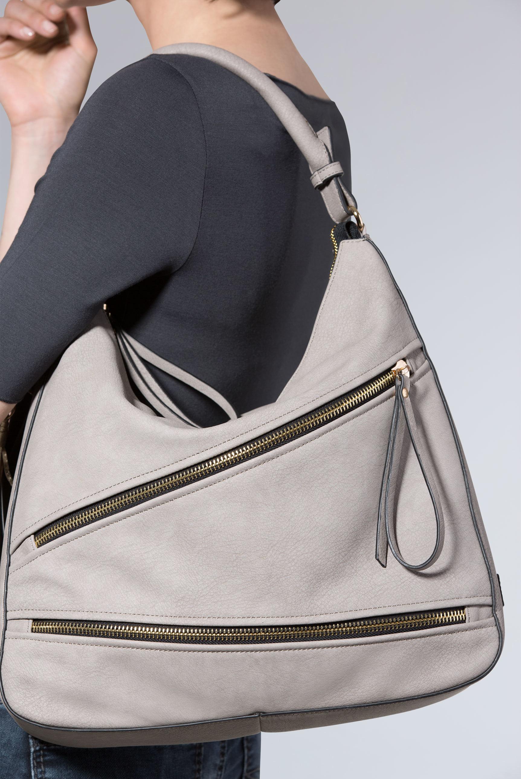 Beuteltasche aus Kunstleder mit Zippern