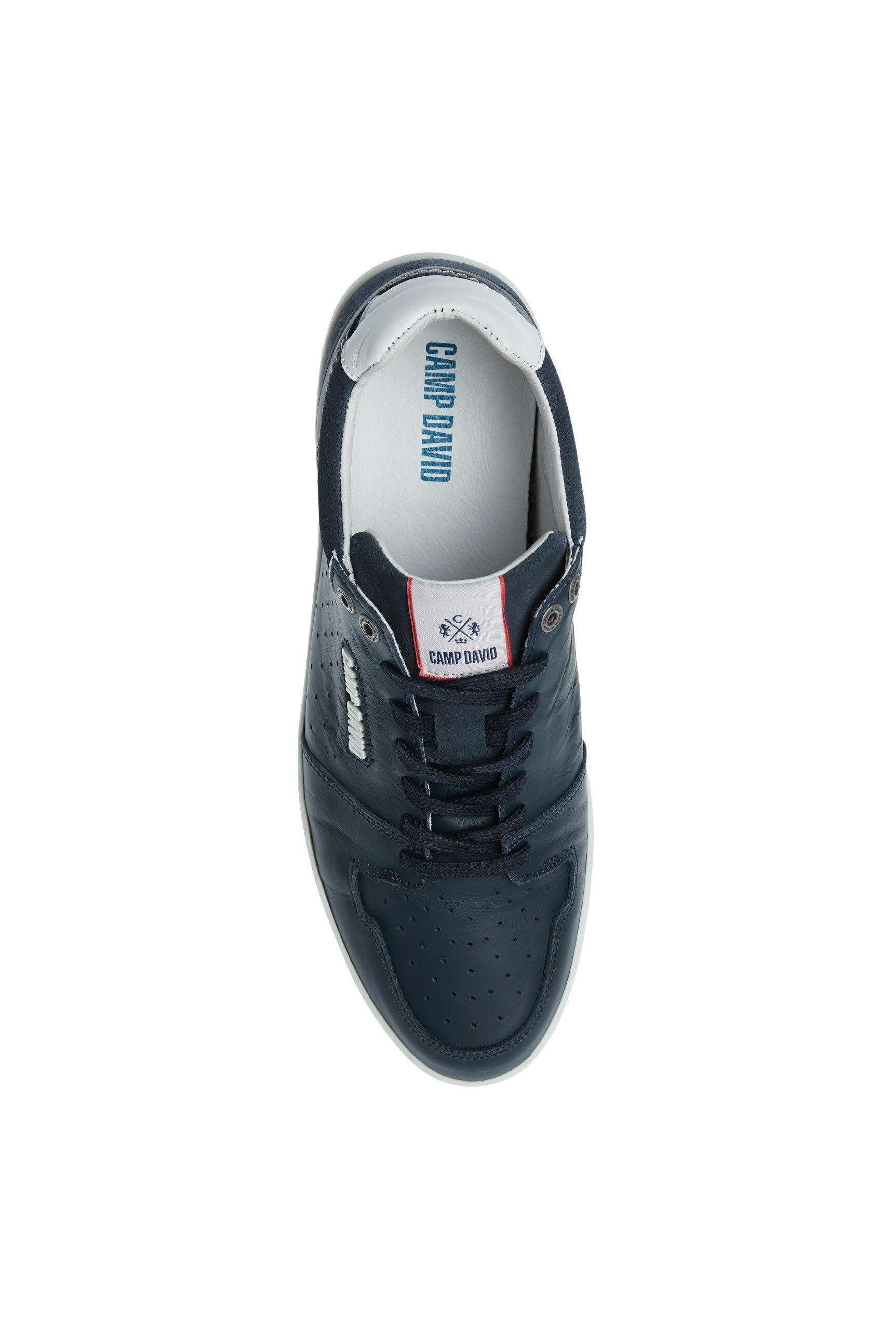 Premium Sneaker aus perforiertem Leder