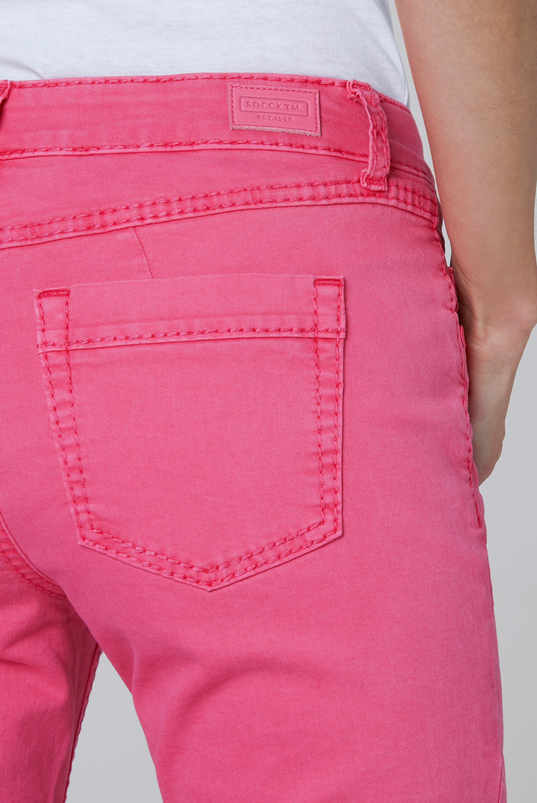 Coloured Capri Jeans LY:IA mit Knopfleiste